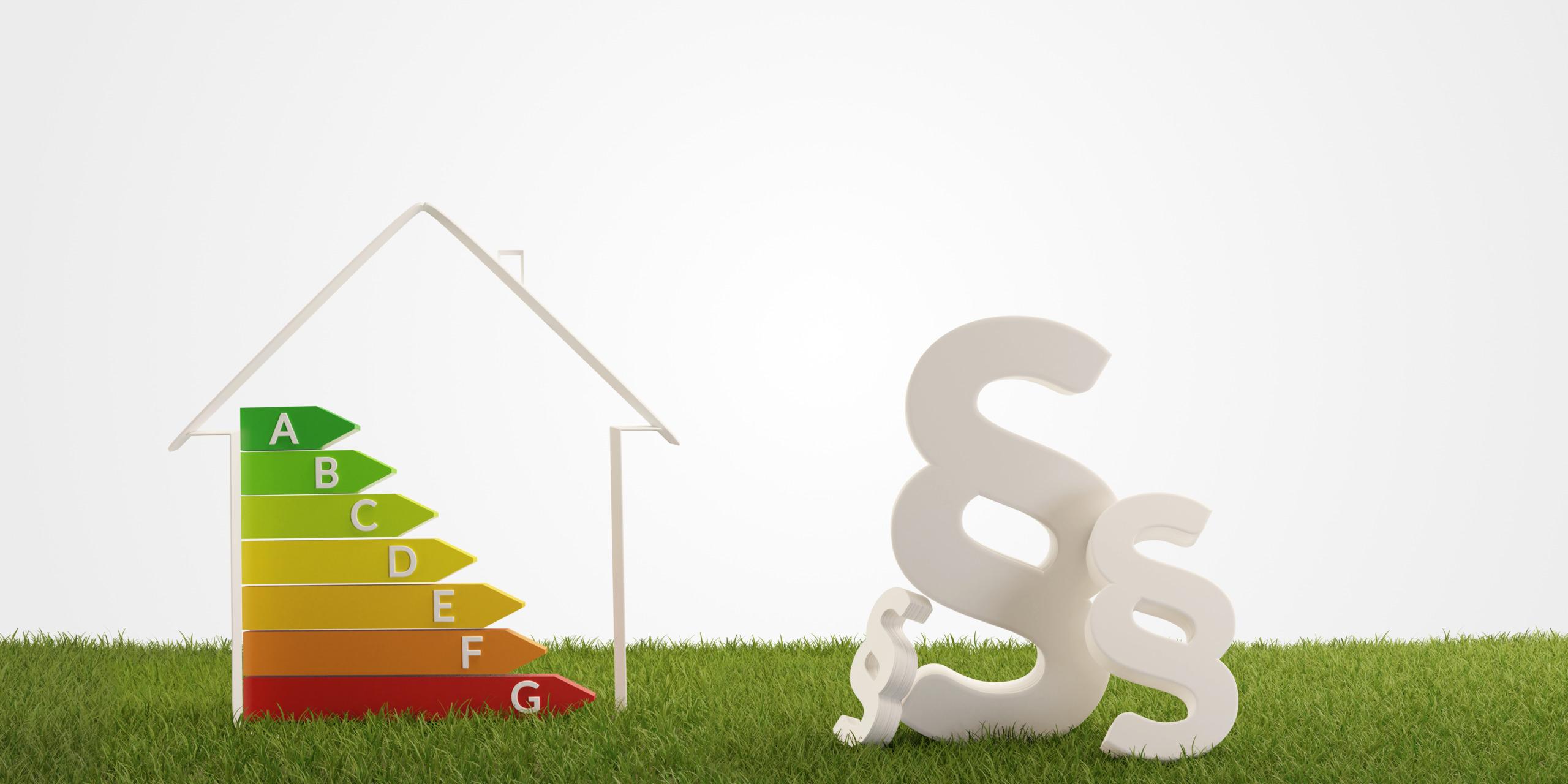Symbolische Darstellung des Gebäudeenergiegesetzes (GEG): Energieeffizienz-Farbskala für Gebäude und Paragrafenzeichen.