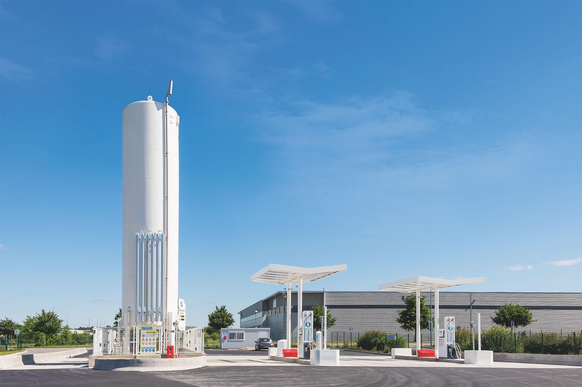 Eine öffentliche Tankstelle für LNG (Liquefied Natural Gas, verflüssigtes Erdgas) auf dem Gelände eines Betriebs in Frankreich.
